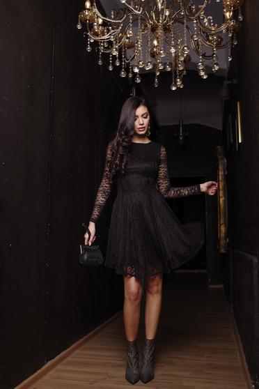 Rochie Artista neagra de ocazie in clos din dantela elastica captusita pe interior cu maneci lungi din dantela