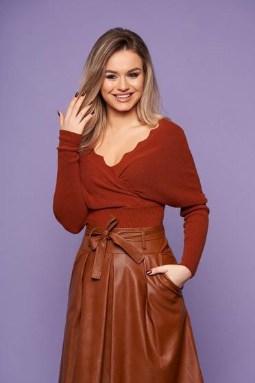 Bluza dama SunShine maro casual tricotata cu un croi cambrat cu decolteu in v si maneci lungi