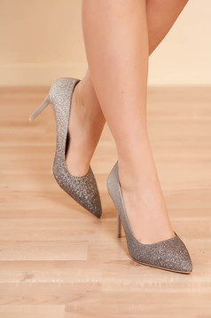 Pantofi argintii eleganti de party cu toc inalt cu varful usor ascutit si aplicatii cu sclipici