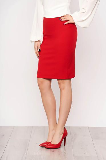 Fusta StarShinerS rosie office cu un croi drept cu talie inalta din stofa subtire usor elastica captusita pe interior