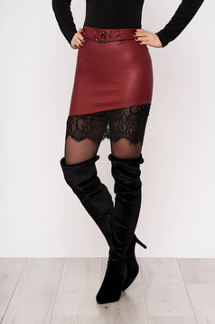 Burgundy skirt clubbing with lace details accessorized with belt arched cut