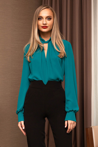 Bluza dama PrettyGirl turcoaz office decupata la bust si maneci lungi tip clopot