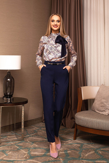 Pantaloni PrettyGirl albastru-inchis office din stofa cu un croi drept si accesoriu metalic