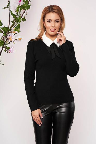 Bluza dama SunShine neagra eleganta tricotata scurta cu un croi cambrat cu maneci lungi guler detasabil si decolteu la baza gatului