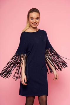 Rochie SunShine albastra eleganta tricotata cu croi larg fara captuseala cu maneci trei-sferturi cu franjuri si aplicatii cu pietre strass