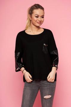 Bluza dama SunShine neagra eleganta scurta tricotata cu croi larg cu maneci trei-sferturi cu aplicatii cu tinte si insertii din piele ecologica
