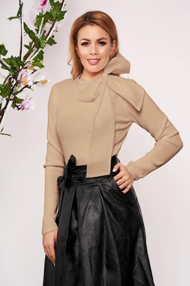 Bluza dama SunShine crem eleganta scurta tricotata cu un croi cambrat care se leaga cu fundita