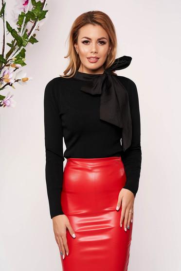 Bluza dama SunShine neagra eleganta scurta tricotata cu un croi cambrat care se leaga cu fundita