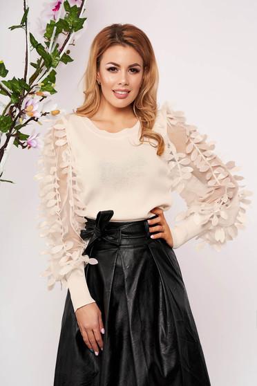 Bluza dama SunShine crem eleganta tricotata scurta mulata cu aplicatii florale 3D cu decolteu la baza gatului si maneci lungi