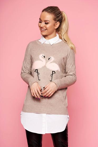 Pulover SunShine crem casual tricotat scurt cu croi larg cu decolteu la baza gatului si insertii cu blana ecologica
