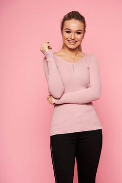 Pulover SunShine roz prafuit casual tricotat scurt si mulat cu decolteu in v si maneci lungi