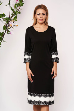 Rochie neagra eleganta din stofa cu un croi cambrat cu maneci trei-sferturi si aplicatii de dantela