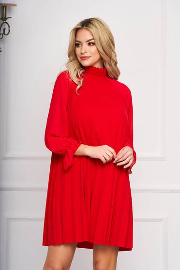 Rochie SunShine rosie eleganta scurta din voal plisat cu croi in a si maneci lungi