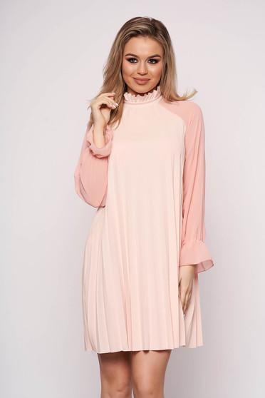 Rochie SunShine roz eleganta scurta din voal plisat cu croi in a si maneci lungi