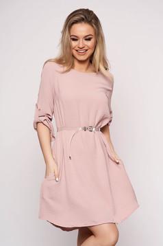 Rochie SunShine roz prafuit casual cu croi larg asimetrica cu accesoriu tip curea cu maneci trei-sferturi