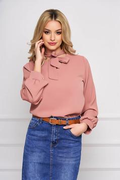 Bluza dama SunShine roz prafuit office scurta din voal cu croi larg si guler tip esarfa