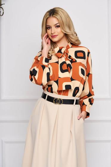 Bluza dama SunShine maro office cu croi larg scurta din voal cu imprimeuri grafice cu guler tip esarfa