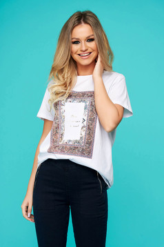 White t-shirt casual cotton flared with rounded cleavage