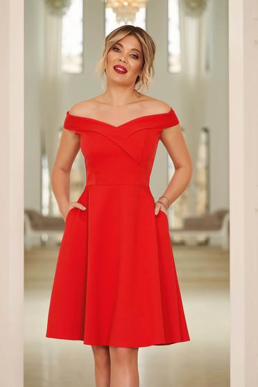 Rochie StarShinerS rosie midi de ocazie din stofa usor elastica in clos cu umeri goi
