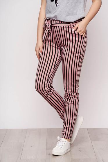 Pantaloni SunShine roz casual din material subtire cu buzunare cu cordon detasabil si imprimeucu dungi