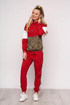 Trening dama SunShine rosu casual din bumbac usor elastic cu imprimeu de leopard si buzunare