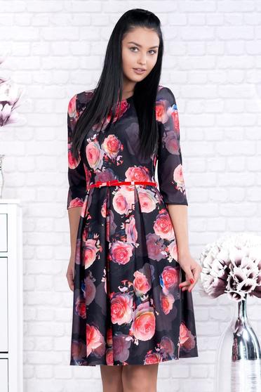 Rochie neagra office scurta din stofa in clos cu imprimeuri florale si accesoriu tip curea