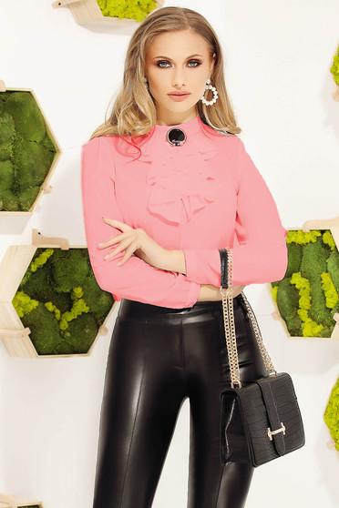 Bluza dama Fofy roz office eleganta cu un croi mulat accesorizata cu brosa