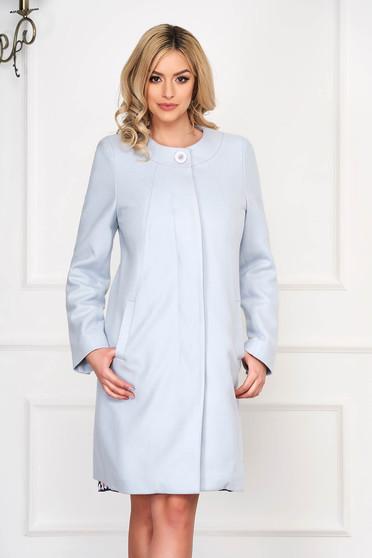 Trench albastru aqua elegant scurt din lana cu un croi drept si buzunare