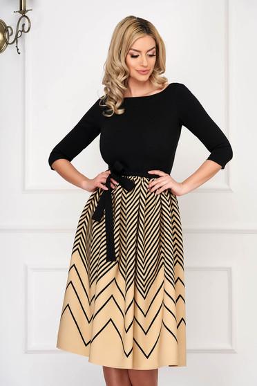 Rochie StarShinerS crem eleganta midi in clos din material elastic cu maneci trei-sferturi