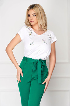 White casual tented short cut t-shirt with floral prints short sleeves