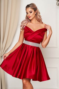 Red dress from satin cloche short cut off-shoulder occasional accessorized with a waistband
