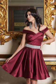 Burgundy dress from satin cloche short cut off-shoulder occasional accessorized with a waistband