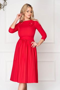 Rochie StarShinerS rosie eleganta midi in clos din stofa elastica plisata accesorizata cu cordon