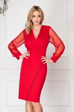 Rochie rosie eleganta din stofa tip creion cu decolteu adanc si maneci transparente