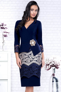 Darkblue dress elegant midi pencil accessorized with breastpin with lace details with 3/4 sleeves