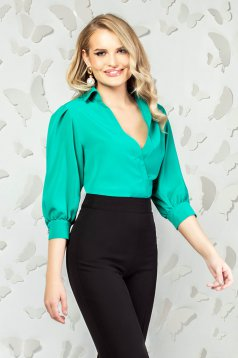 Green body elegant with easy cut with v-neckline with 3/4 sleeves