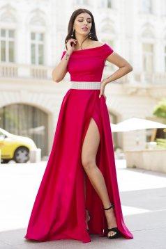 Rochie Artista rosie lunga de ocazie in clos din satin cu umeri goi si crapata pe picior