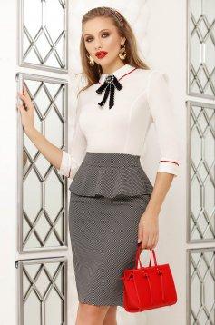 Camasa dama Fofy alba office scurta mulata din bumbac accesorizata cu brosa