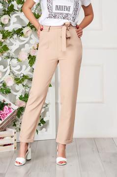 Pantaloni SunShine crem eleganti cu un croi drept si buzunare