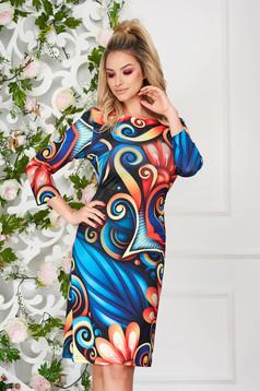 Rochie albastra eleganta midi de zi tip creion cu decolteu rotunjit si imprimeuri grafice