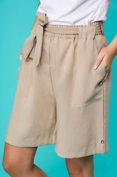 Pantalon scurt Top Secret crem casual din material subtire pana la genunchi cu buzunare
