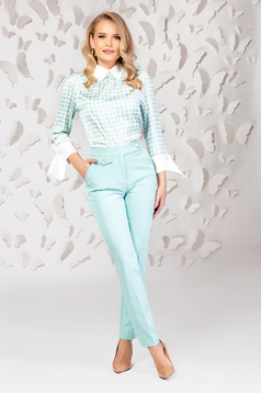 Bluza dama PrettyGirl turcoaz cu maneci trei-sferturi din material satinat cu print