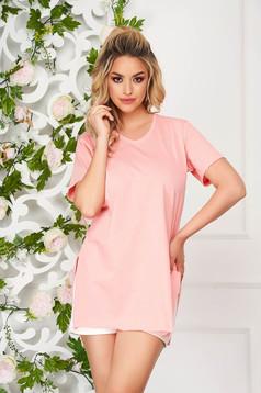 Tricou SunShine roz deschis casual cu croi larg cu decolteu in v si crapat pe laterale