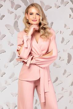 Sacou PrettyGirl roz prafuit elegant cu croi larg cu decolteu in v si maneci decupate