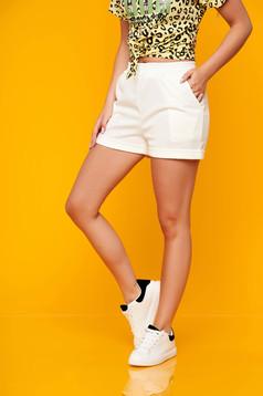 Pantalon scurt SunShine alb casual din scuba cu talie medie si buzunare