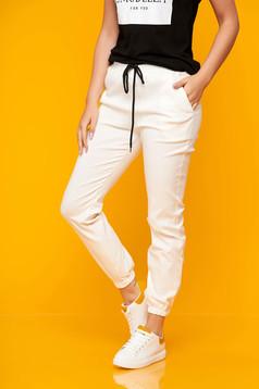 Pantaloni SunShine albi casual din material subtire cu buzunare si talie medie