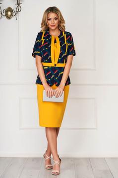 Compleu mustariu elegant cu fusta cu bluza si sacou din stofa neelastica