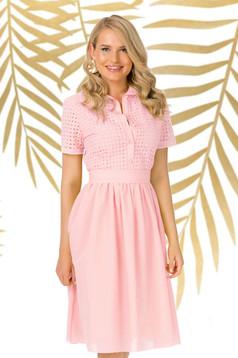 Rochie PrettyGirl roz prafuit de zi midi in clos cu decolteu in v din bumbac neelastic