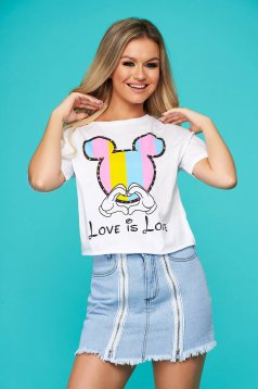 White t-shirt casual flared with graphic details short cut