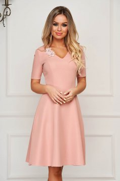 StarShinerS lightpink dress elegant midi cloche with v-neckline slightly elastic fabric with floral details